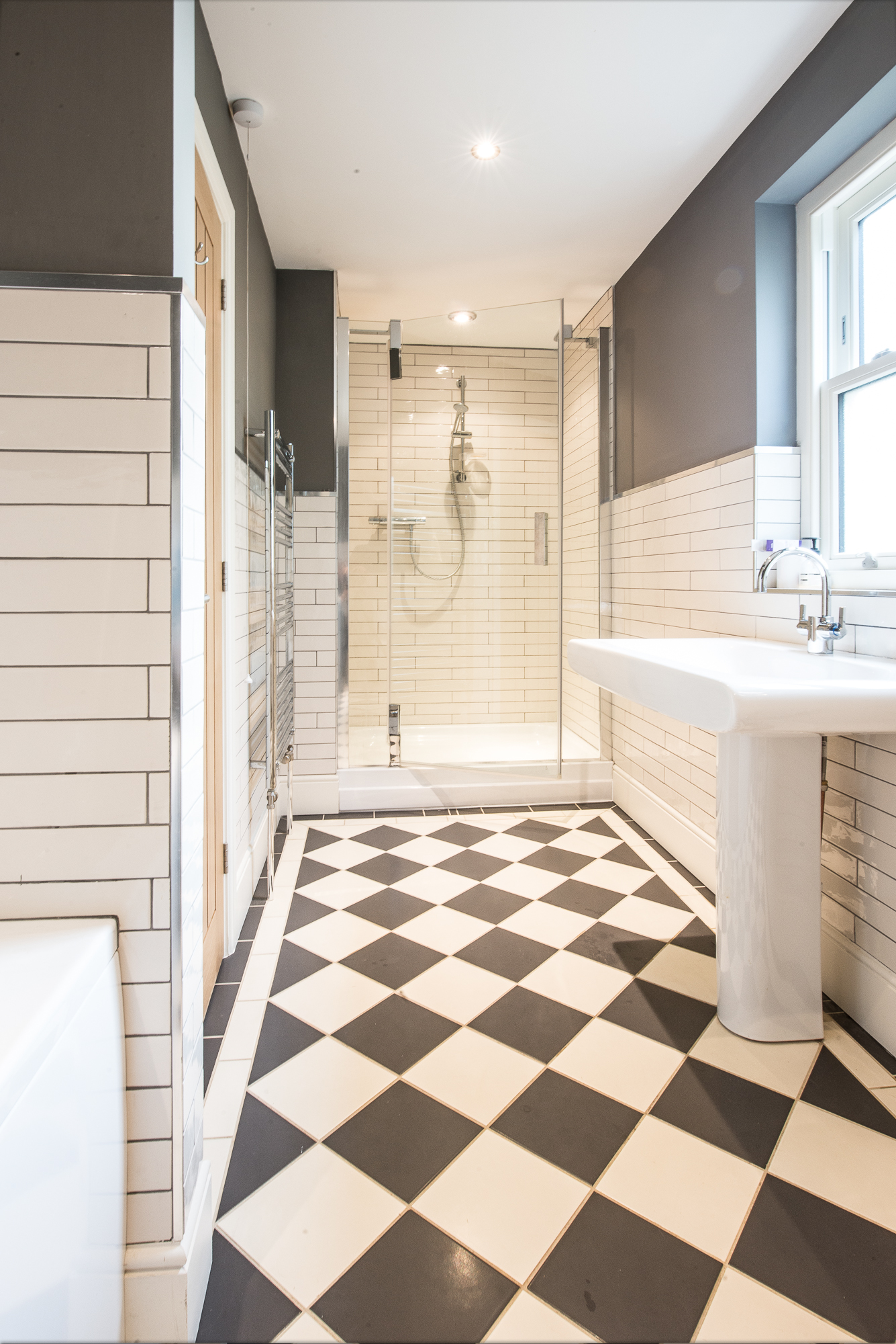 newleaf-tiling-decorating-family-bathroom